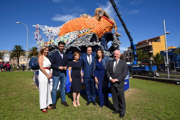 The Loro Parque Foundation inaugurates a sculpture to raise awareness against plastic
